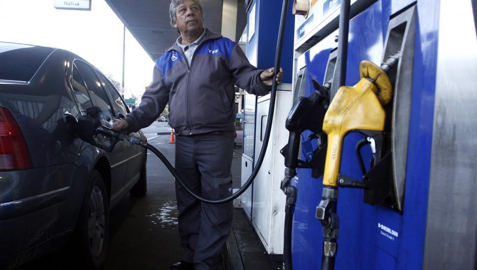 Rigen los nuevos precios: la nafta aumentó un 7,2%