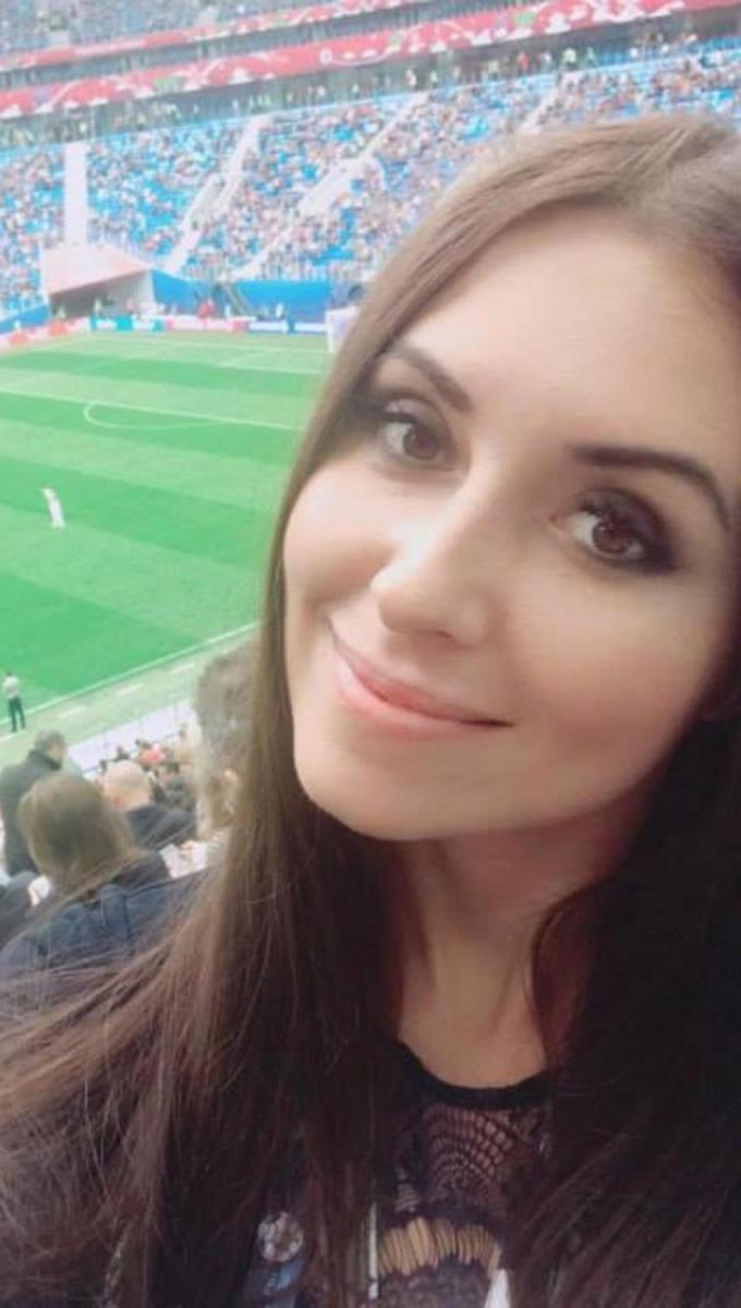 Ekaterina Nadolskaya se tomó una selfie ayer en el estadio de San Petersburgo. IMAGEN TOMADA DE TWITTER Ekaterina Nadolskaya