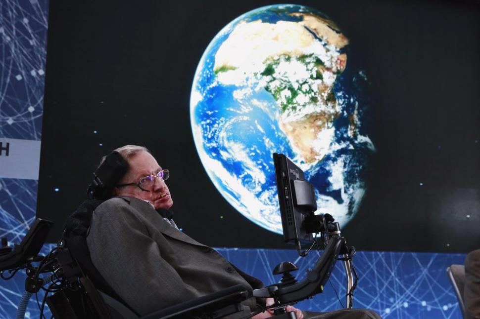 ADVERTENCIA. Stephen Hawking dice que la Tierra está al borde del colapso. Reuters.-