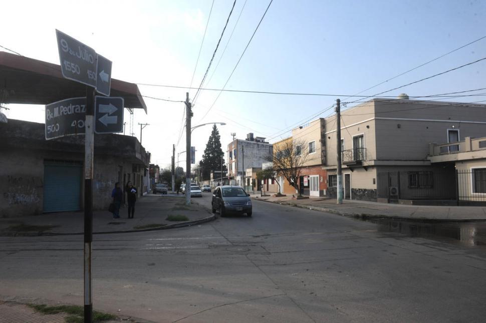 LA ESQUINA DEL TIROTEO. El cabo Nelson Alarcón se enfrentó con los delincuentes en esta zona de Villa Alem. LA GACETA / FOTO DE ANTONIO FERRONI