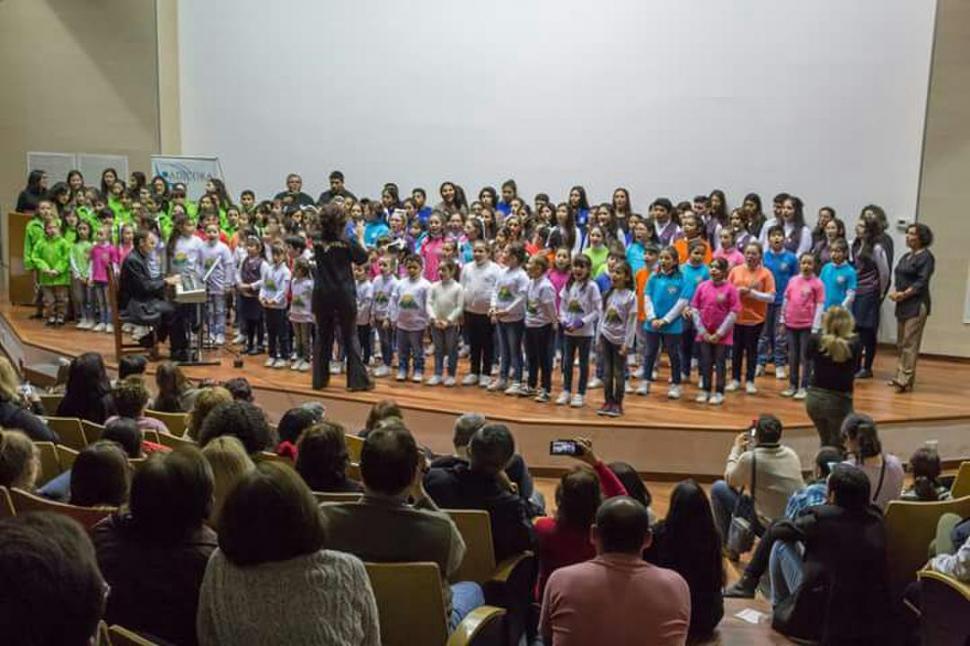 -JULIO CULTURAL UNIVERSITARIO.- Coro de Niños y Jóvenes cantores de la UNT.