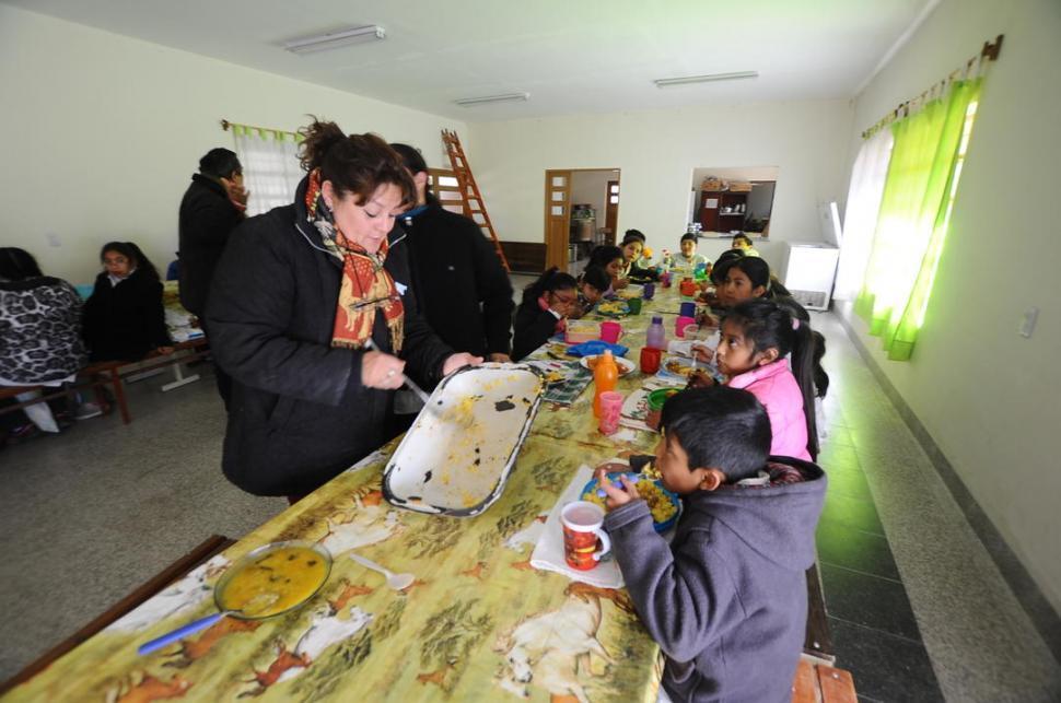 Las escuelas abrirán como comedores en el receso