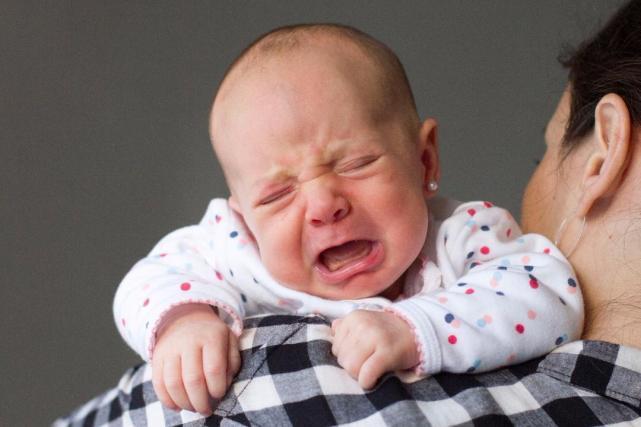 como sacar colicos a un bebe recien nacido