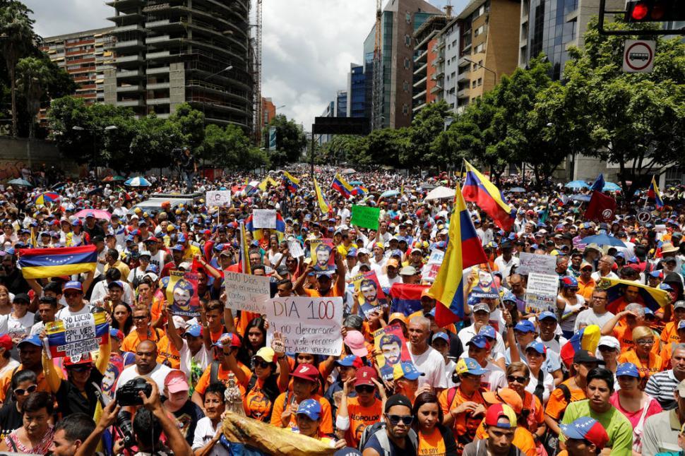 SIMBÓLICO. La plaza José Martí fue el sitio de la concentración; allí se entregó Leopoldo López en 2014. reuters
