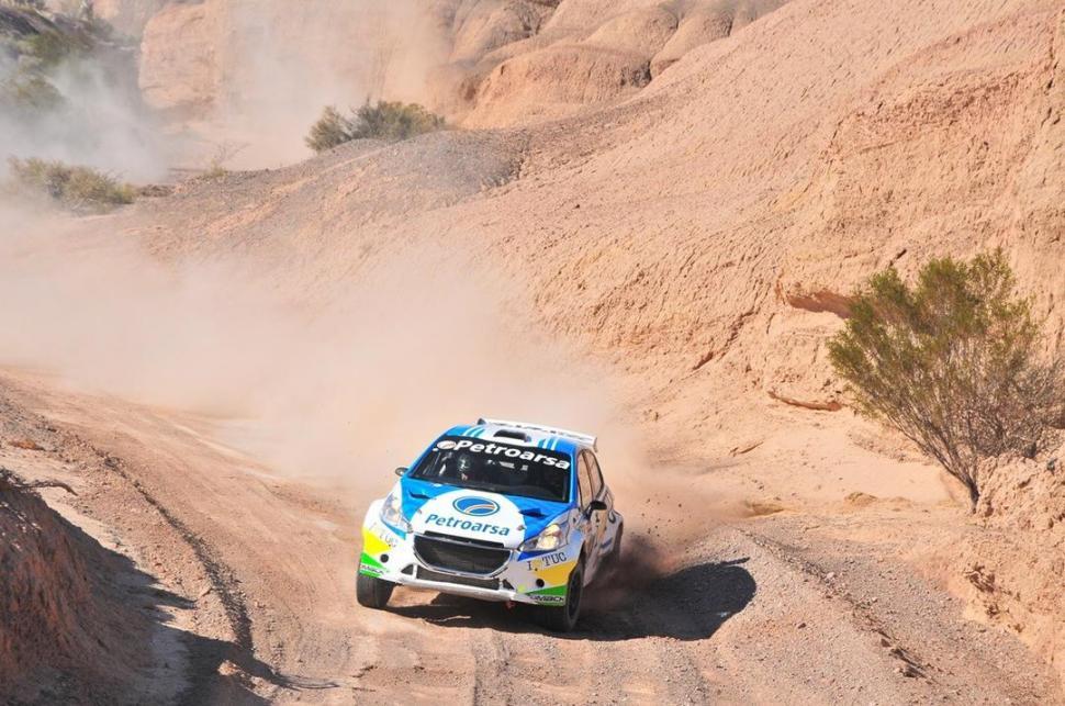 REVISIÓN. Padilla reconoció que el Peugeot 208 del equipo Baratec sufrió bastante por lo que será revisado completamente. rallyargentino.com