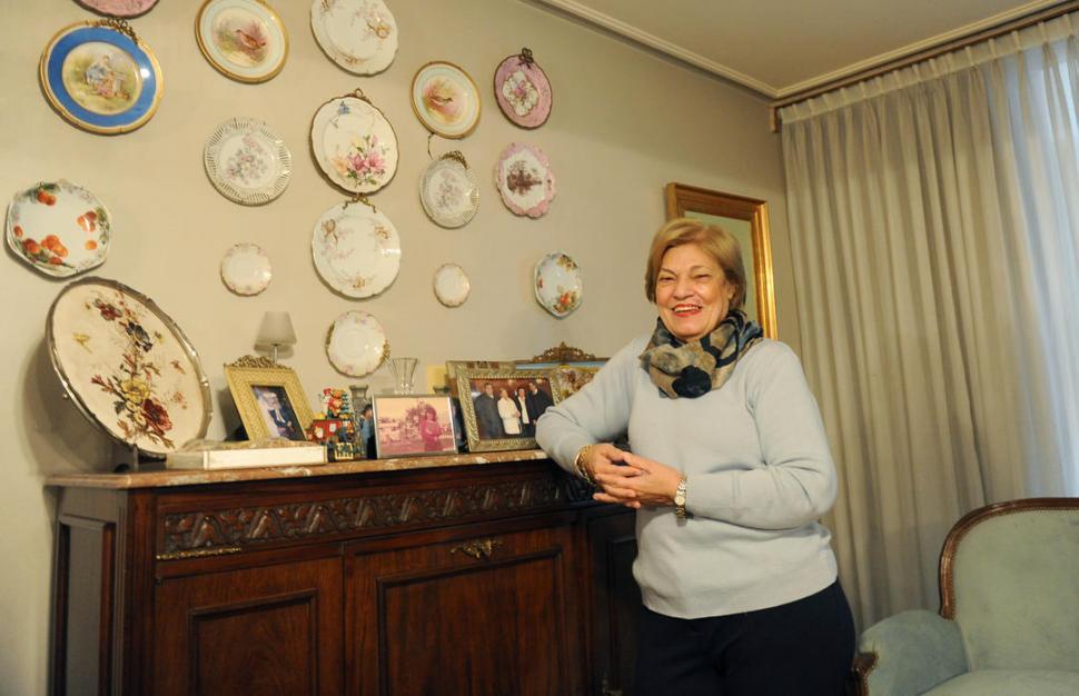 """PREMIADA. La doctora Lucía de Aguirre, nombrada """"Maestra de la Dermatología Argentina, recibió a LA GACETA en su consultorio. LA GACETA / FOTO DE HÉCTOR PERALTA.-"""