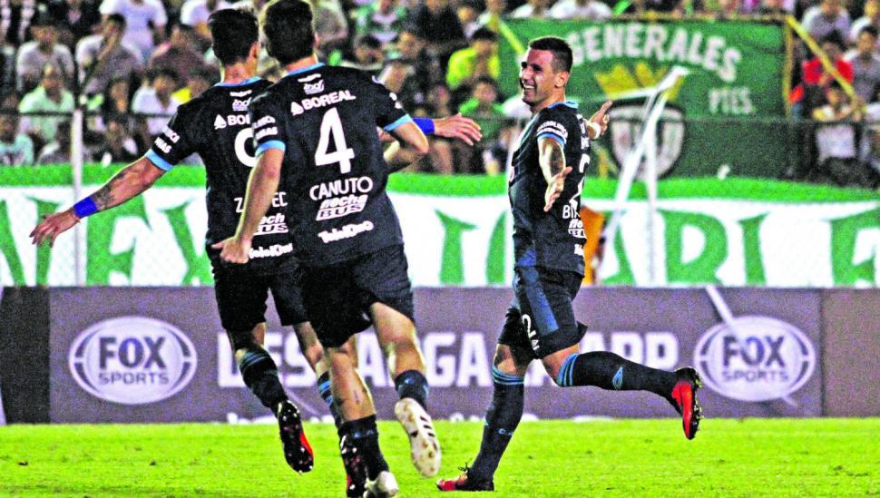 Atlético mostró su oficio copero al ganar en Bolivia