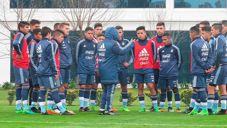 Sampaoli sigue entrenando un grupo de juveniles. FOTO TOMADA DE PRENSA SELECCIÓN NACIONAL DE FÚTBOL