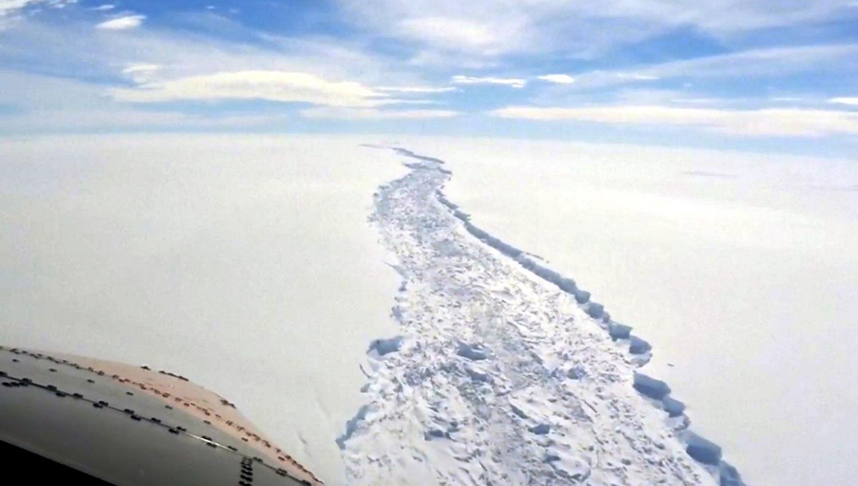LA GRIETA. Así se ve desde el aire la separación entre el iceberg y el continente blanco. REUTERS