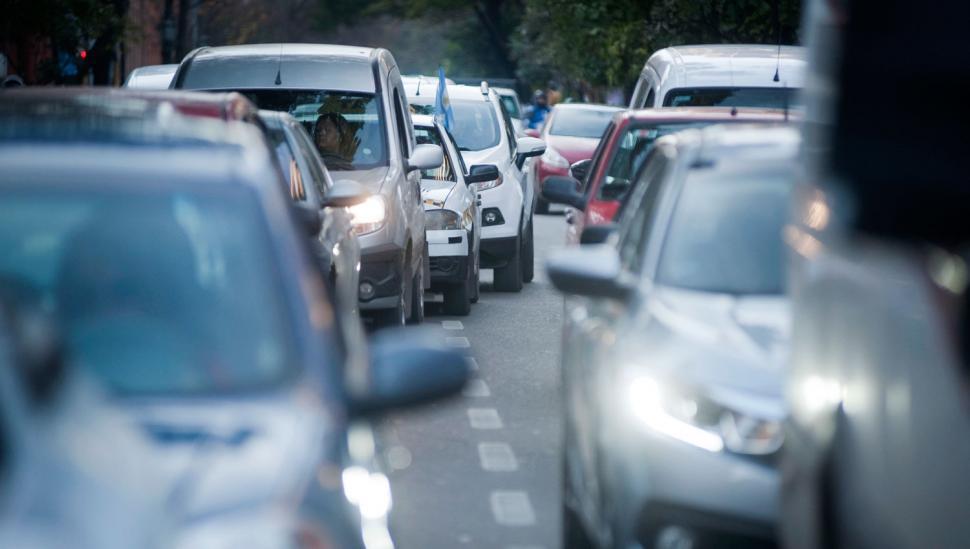 El centro es un caos, porque a diario lo invaden 450.000 vehículos