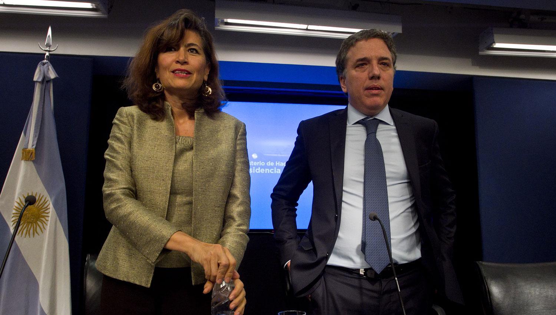 PRESENTACIÓN. Ramos y Dujovne durante el acto de presentación del estudio. DYN