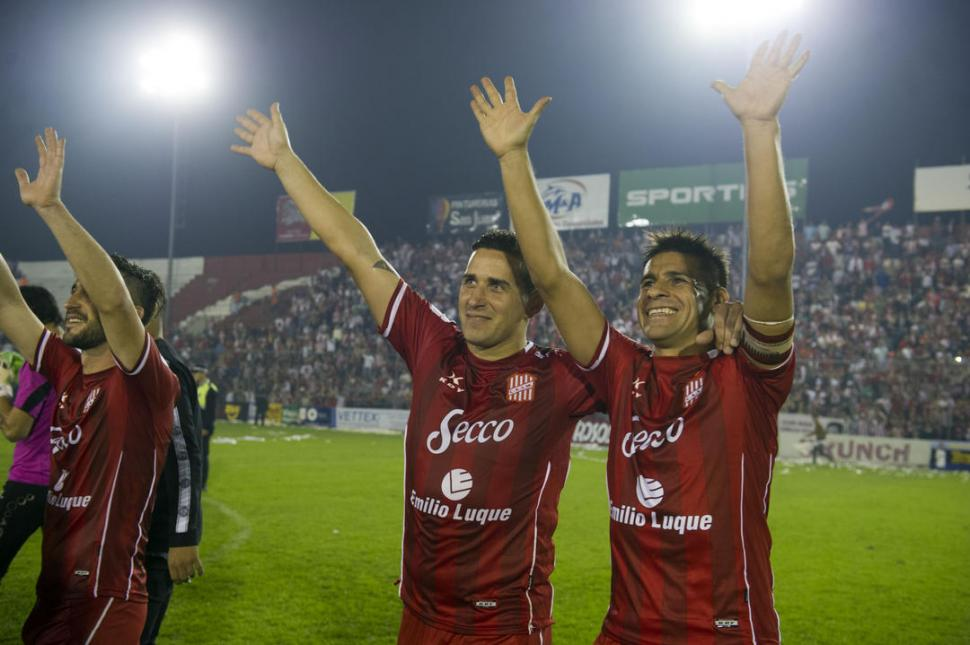 ÚLTIMA POSTAL. Ferrero y González fueron dos que se despidieron anoche y que se llevaron el reconocimiento del hincha. la gaceta / foto de diego aráoz