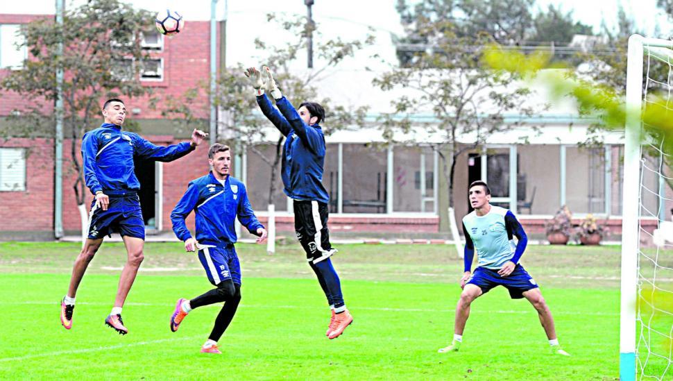 Atlético buscará conservar la ventaja con varios juveniles