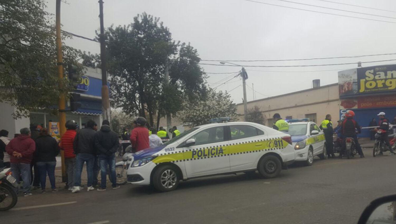 Un policía evitó que dos hombres asaltaran una heladería en barrio Sur