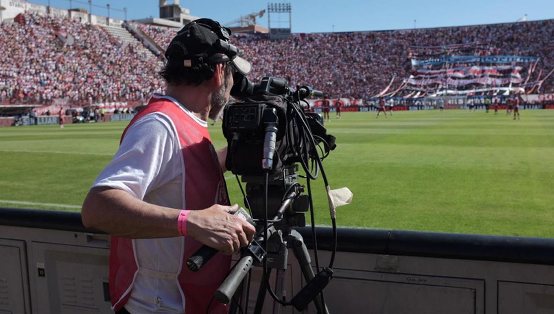 CÁMARA Y ACCIÓN.. Desde este torneo los goles serán exclusivos de dos canales de TV. FOTO TOMADA DE MUNDOD.LAVOZ.COM.AR