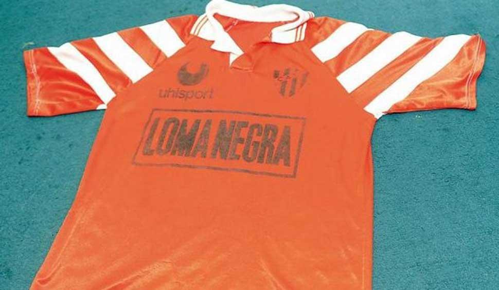 LA OTRA CAMISETA DE LA DISCORDIA. En 1993, los jugadores de campo de Atlético salieron a jugar el segundo tiempo con la naranja y fueron silbados. foto de archivo