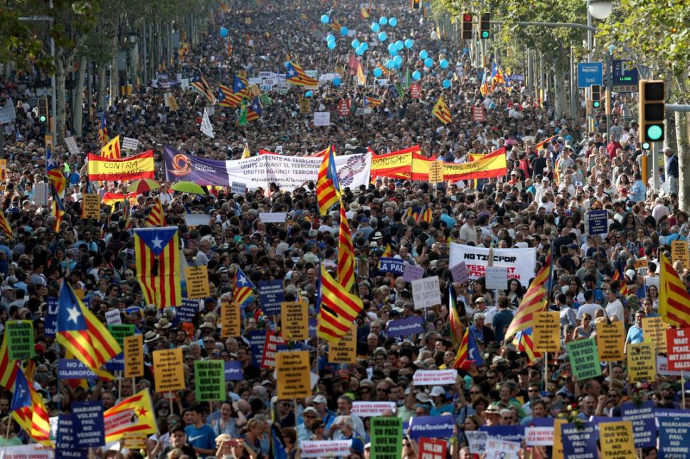 NADIE FALTÓ. Hasta el monarca español, que pasó un mal momento, participó de la concentración. Reuters