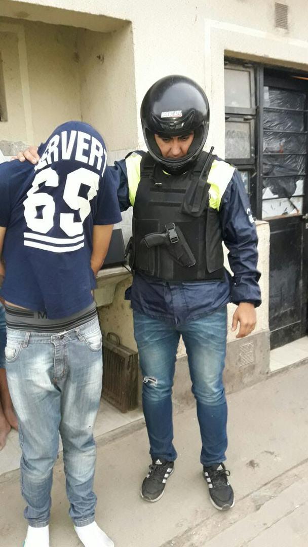 """LA DETENCIÓN. Así se llevaban los policías de Homicidios a """"Chanchón""""."""