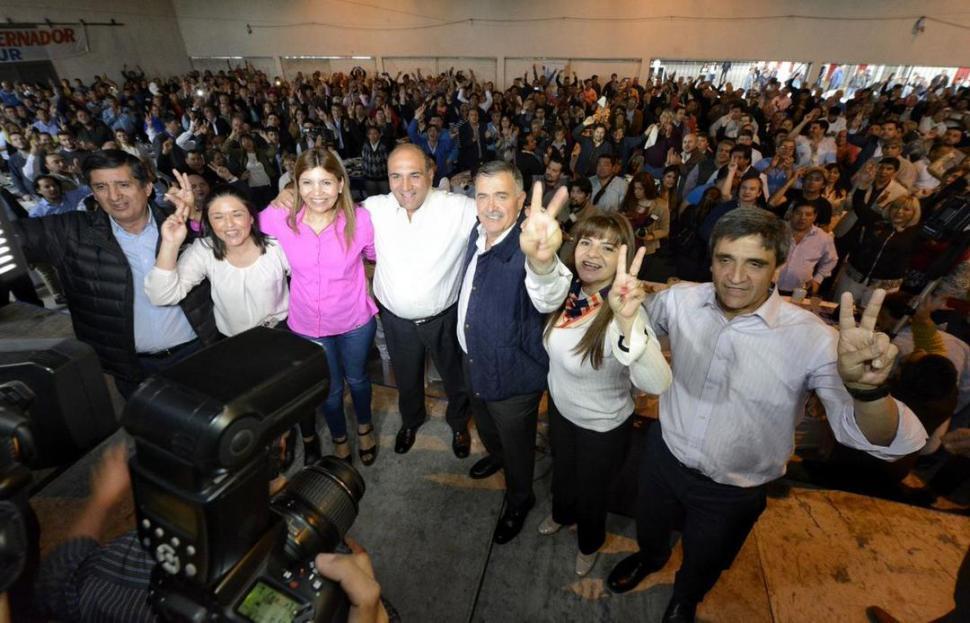 """Manzur afirma que Alfaro sólo hace """"política"""" con la SAT"""