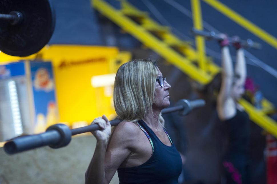 Constanza Palma (55 años) encontró en el CrossFit su actividad física favorita LA GACETA / FOTOS DE DIEGO ARÁOZ.-