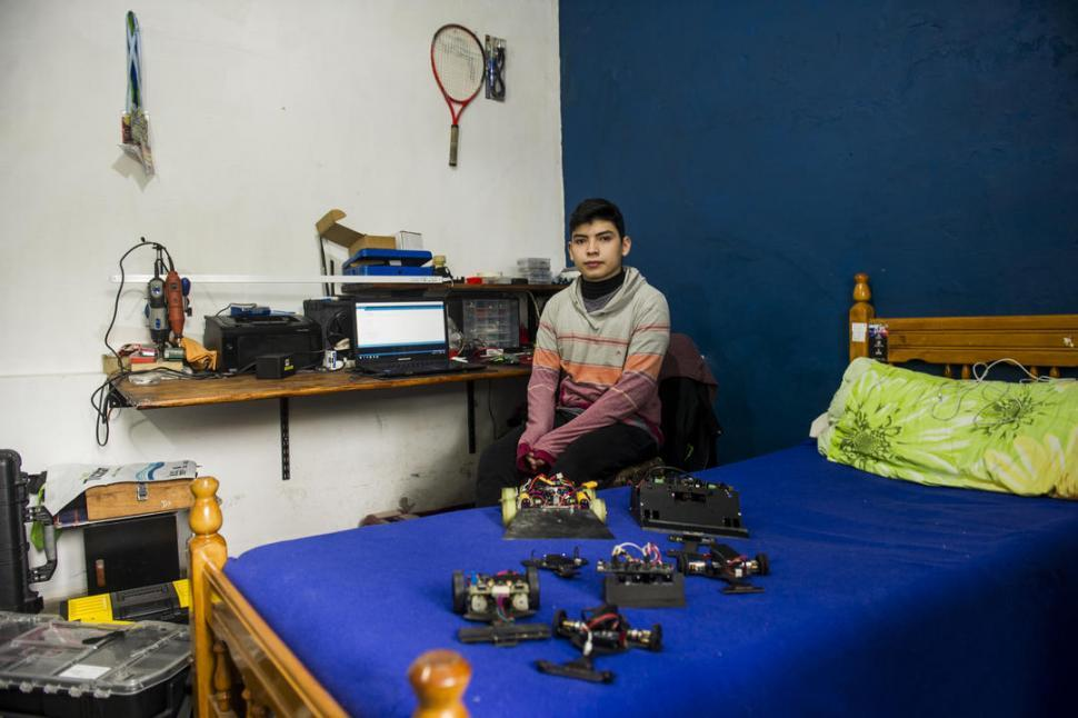 Hacer robots, un hobby que crece entre los adolescentes