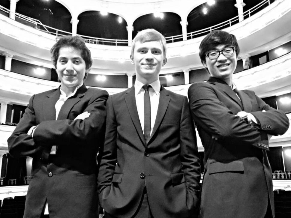 SITIO CONOCIDO. Sergio Escalera Soria, Dmytro Choni y Alejandro Sung Hyun Cho, en el teatro San Martín. Prensa Ente Cultural Tucumán