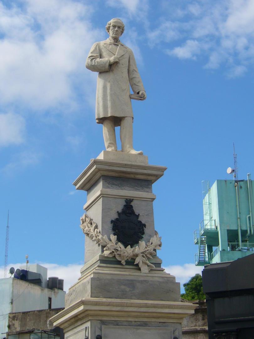 JUAN BAUTISTA ALBERDI. Estatua en su cenotafio de La Recoleta, obra del escultor Camilo Romairone.
