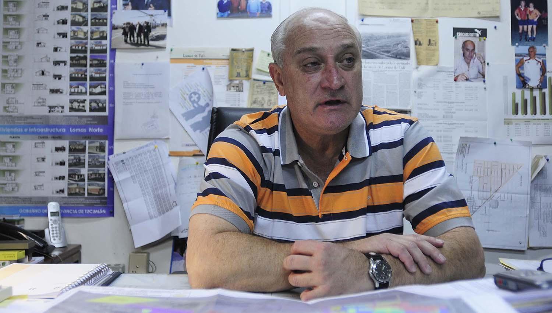 GUSTAVO DURÁN. El interventor del Ipvdu, en su oficina. LA GACETA / FOTO DE ANALIA JARAMILLO