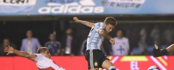 Argentina no supo cómo quebrar a Perú y ahora deberá ganar en la altura de Quito