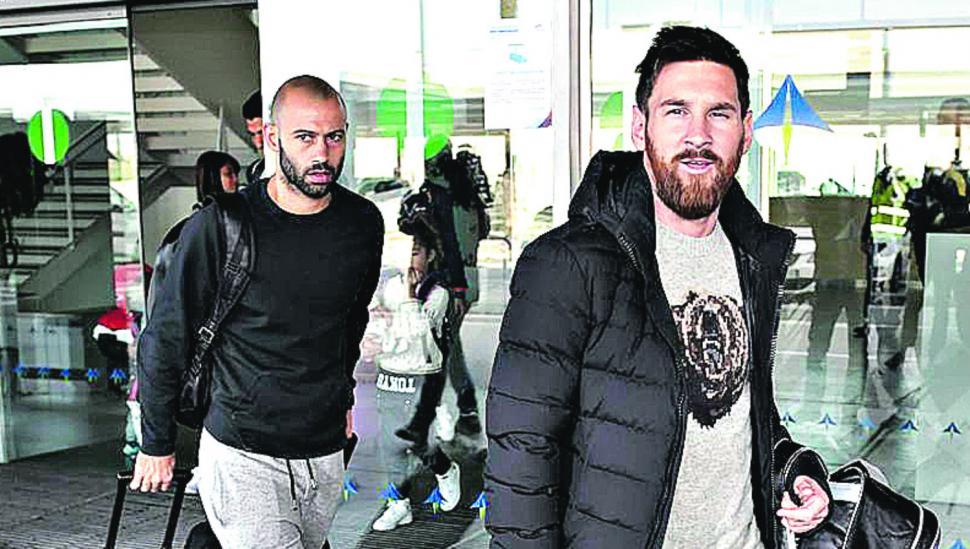 Messi volvió a Barcelona y Argentina piensa en el sorteo