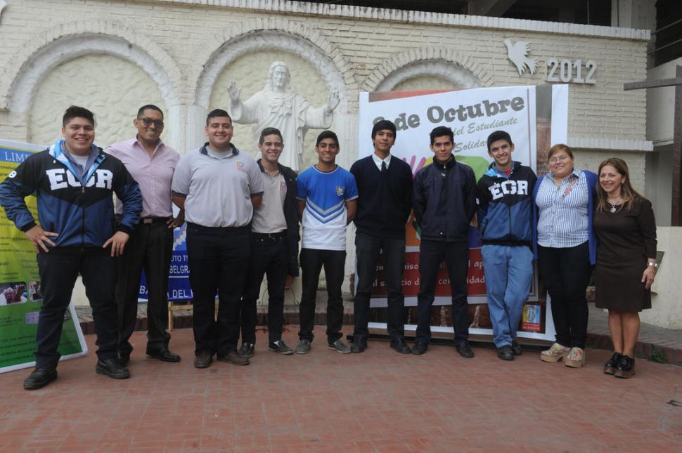 CREATIVOS. Alumnos y profesores de los tres proyectos del instituto Belgrano premiados a nivel nacional.