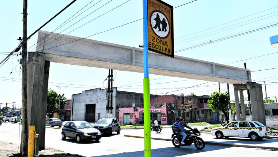 Un puente peatonal sobre la peligrosa avenida Jujuy beneficiará a los chicos de la escuela Griet