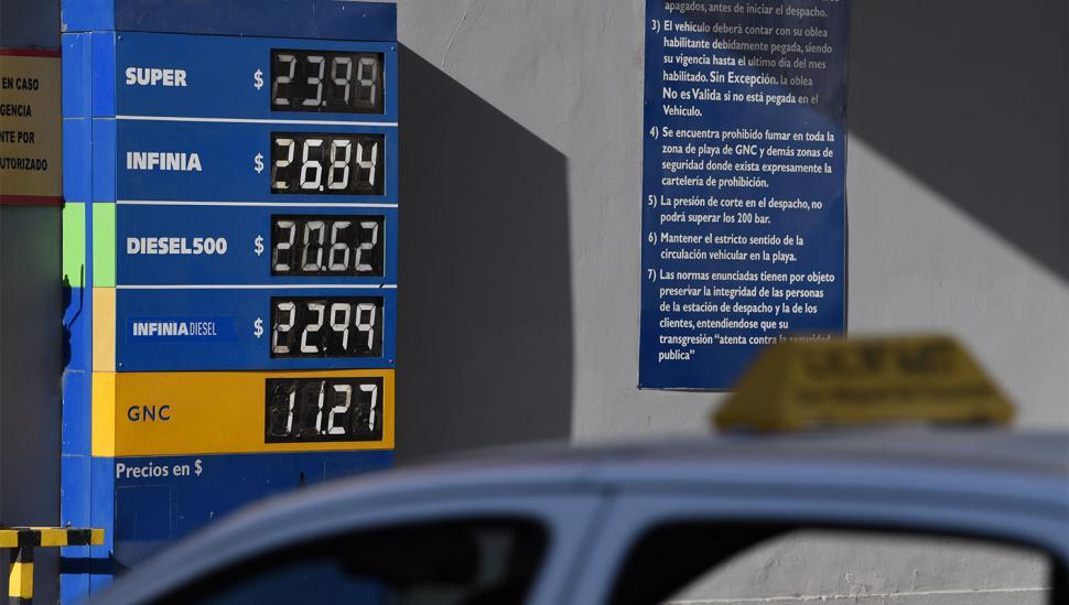 Luego del aumento de las naftas, definen más subas de tarifas antes de Navidad