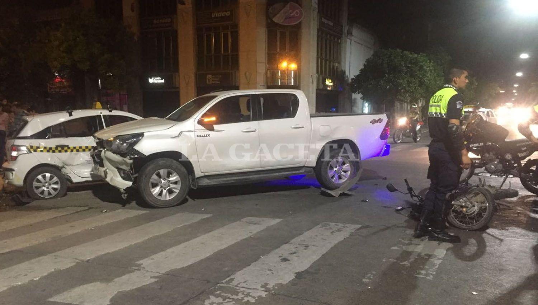 ACCIDENTE. Triple choque en Junín y Santiago. FOTO LA GACETA/ LUCIANA COLLADO.