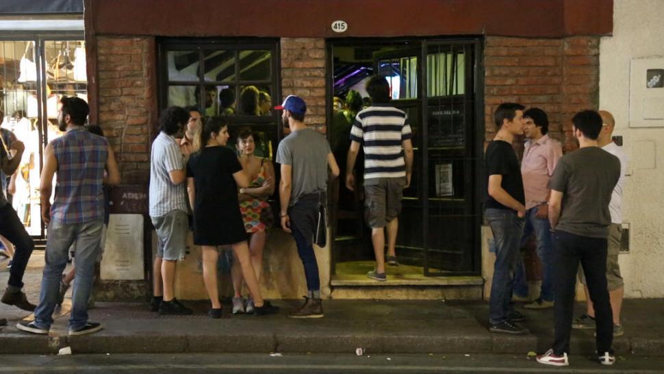 """PLENO CENTRO. En palabras de su dueño, Bigote's """"es un bar de barrio"""". la gaceta tv"""