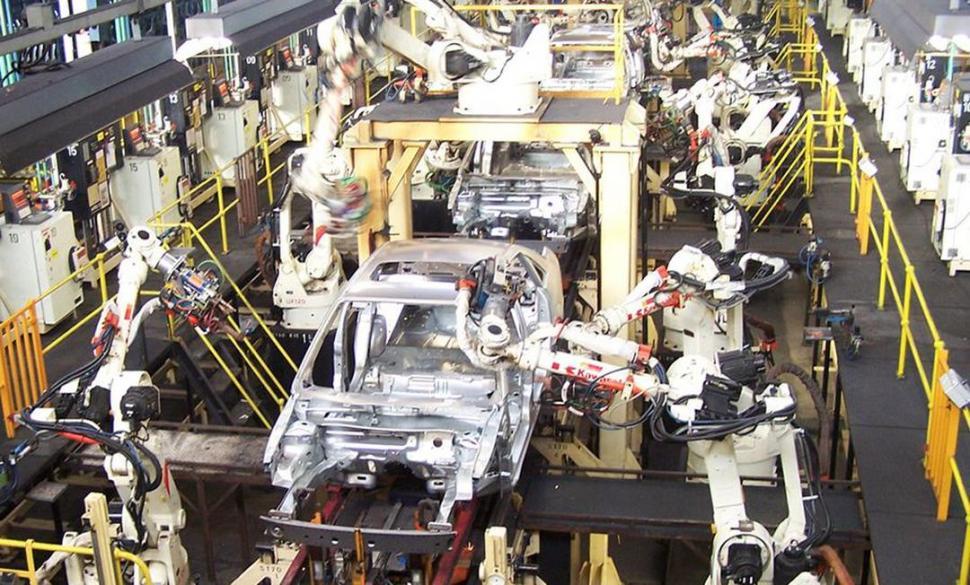EXPANSIÓN. Adefa segura que en 2017 se produjo un 15,1% más de autos. foto de archivo