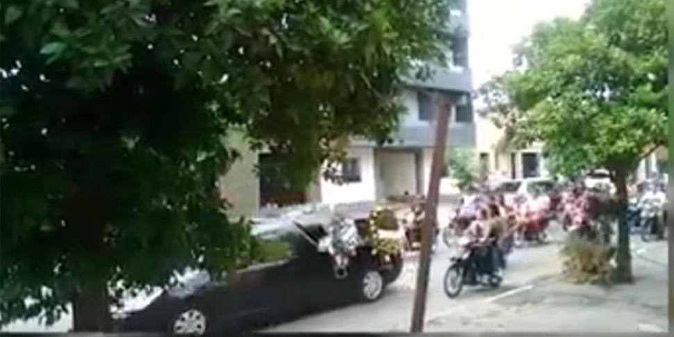 Una larga caravana de vehículos despidió los restos de 'Pelao' Acevedo