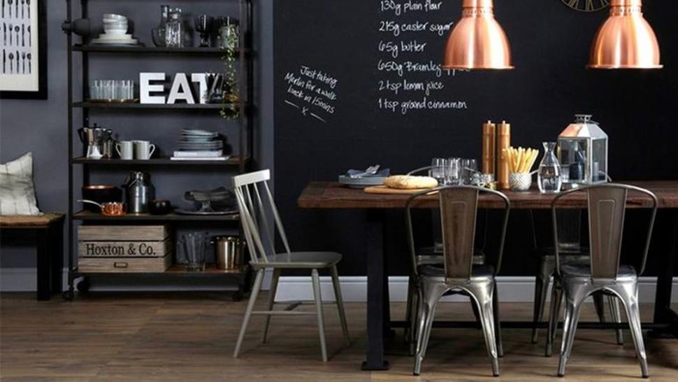 COMEDOR. Las sillas Tolix encuadran perfectamente en este estilo.
