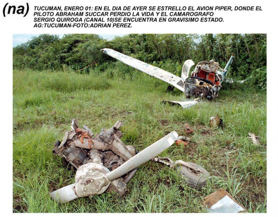 """RESTOS. """"El horror ante lo inexplicable"""" publicó LA GACETA sobre el avión que se partió en varios pedazos.LA GACETA / ARCHIVO.-"""