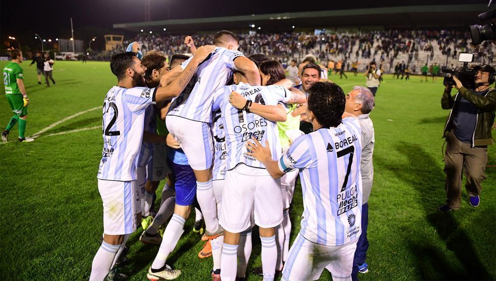 Alegría desatada en el estadio Romero
