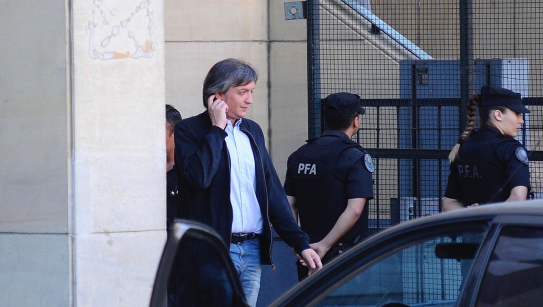 EN LOS TRIBUNALES DE COMODORO PY. Máximo Kirchner se mostró visiblemente más delgado. FOTO TOMADA DE CLARIN.COM