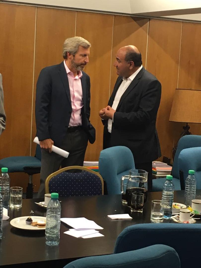 DIÁLOGO. Frigerio y Manzur charlaron cuando finalizó la reunión en el CFI.