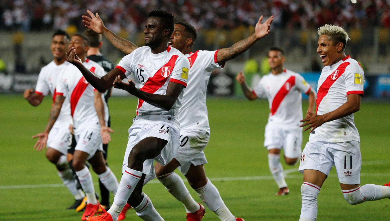 LOCURA. Ramos Garagay anotó el segundo gol y desató los festejos anticipados. REUTERS
