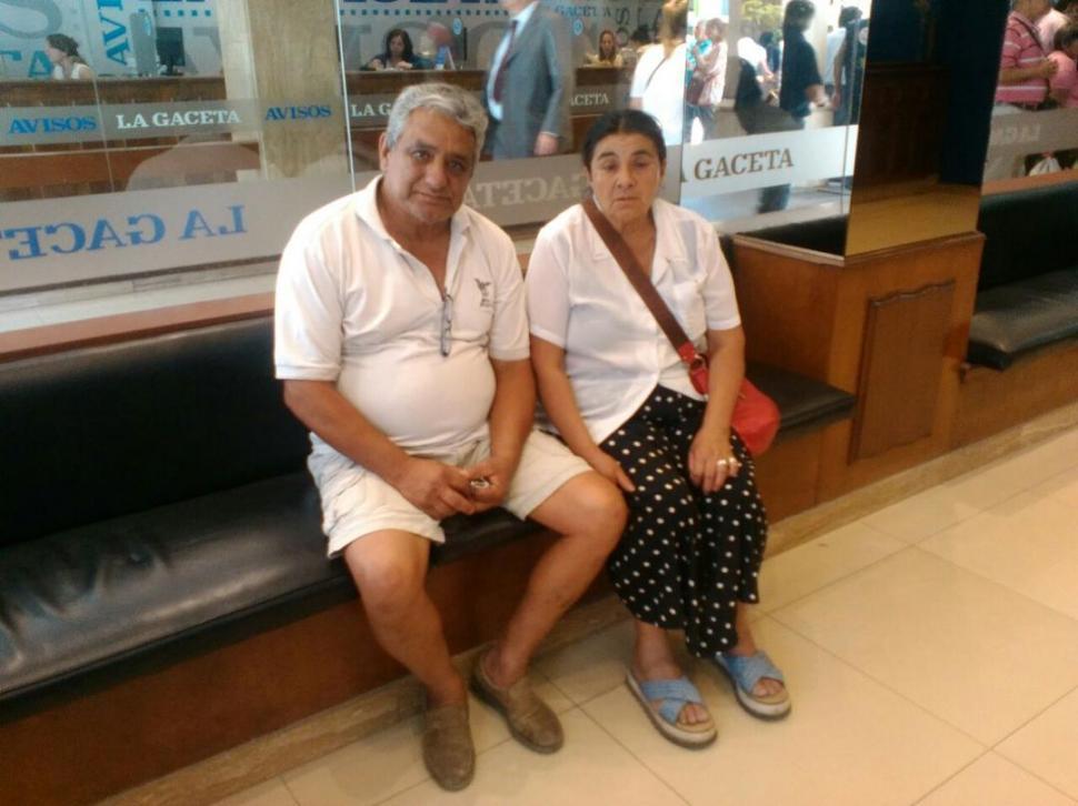 DOLIDOS. Alfredo Díaz, acompañado por su esposa, desmintió que su hijo tuviera antecedentes penales.