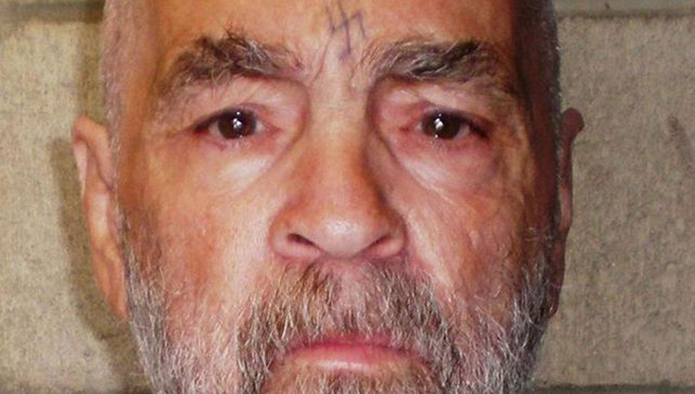 CHARLES MANSON. El asesino se había tatuado una esvástica en la frente. FOTO TOMADA DE ELDIARIO.ES