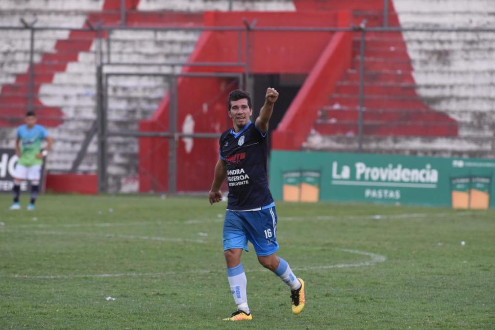 """EL HÉROE. Moreno marcó el gol de la victoria para el """"León"""", a los 84'."""