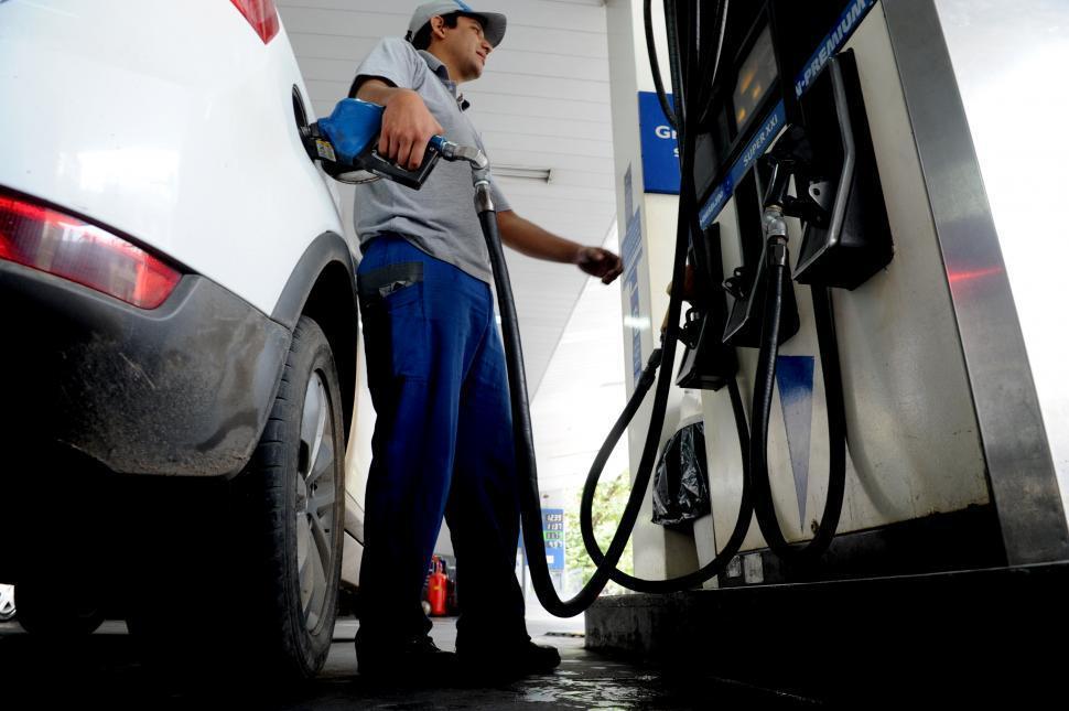 Advierten que es inminente una suba de hasta el 10% en las naftas