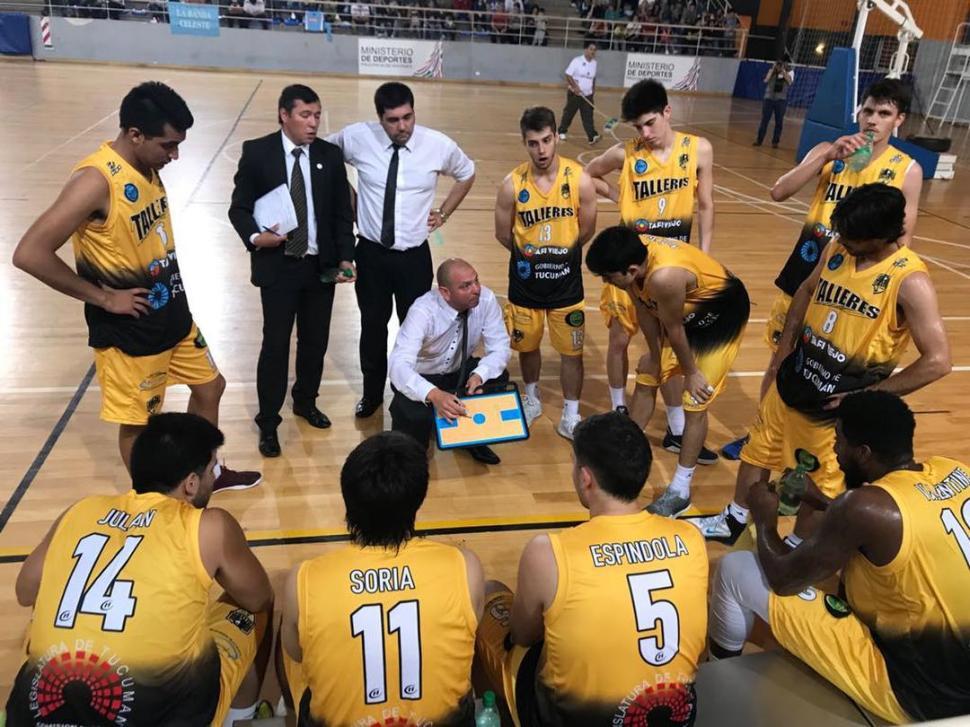 CONDUCTOR. Mario Vildoza, entrenador de Talleres. la gaceta / foto de hector peralta