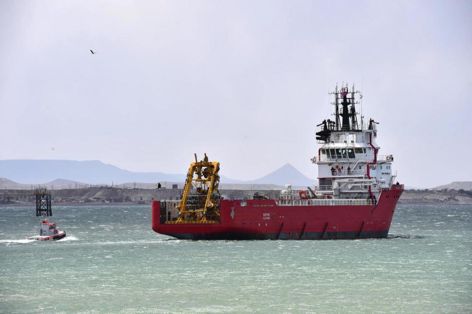 EN CAMINO. El barco noruego fue adaptado para transportar y luego operar, desde su cubierta, el minisubmarino teledirigido.