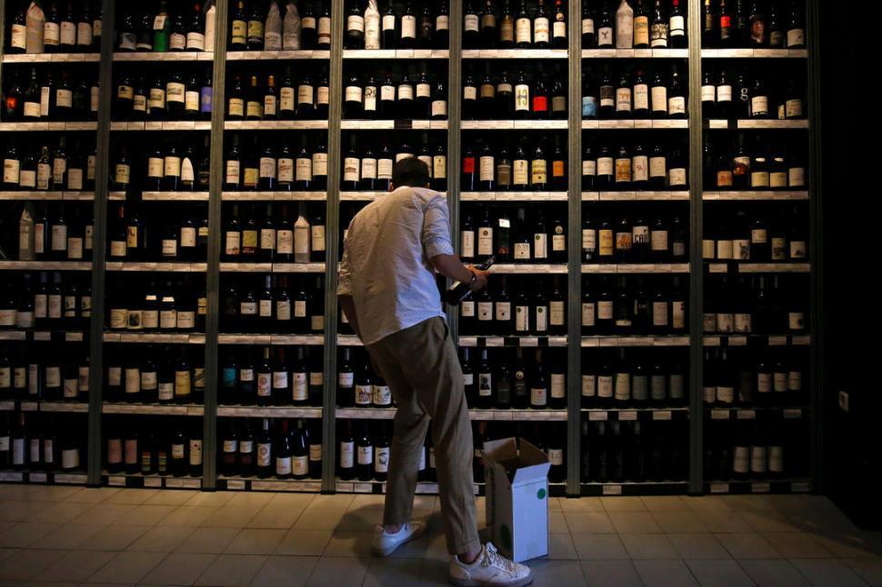 Se derrumbó el consumo de vino, pero subió el de cervezas